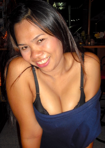 Big-busted cutie in a bar at Jomtien