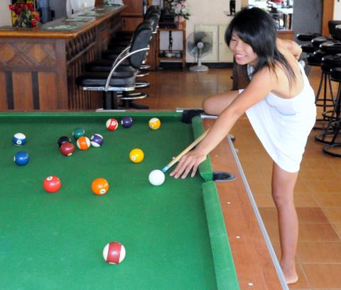 Sexy lady playing pool at Jomtien bar